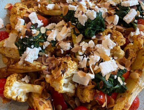Geroosterde groente, spinazietoefjes, feta en amandel